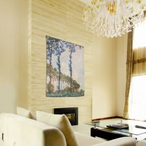 гобелен деревья Моне в интерьере гостинной