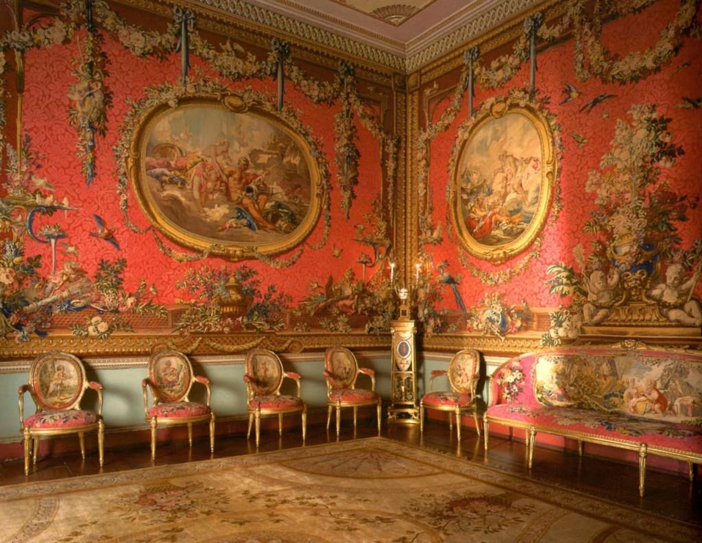 Гобеленовая ткань на стене