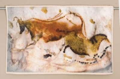 гобелен корова и лошадь